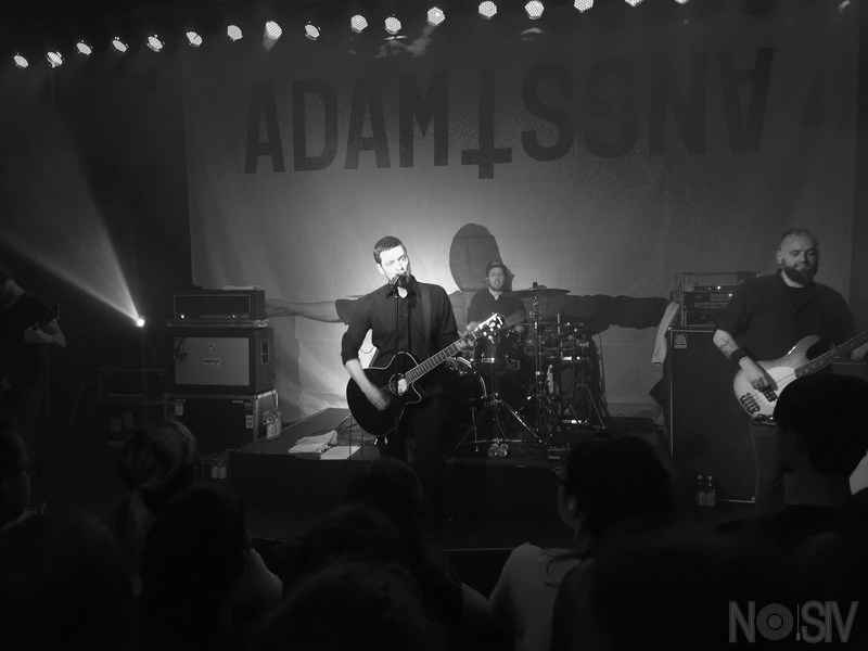 Adam Angst 01