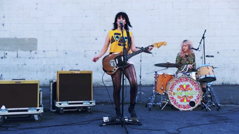 Deap Vally - Smile More (Musikvideo)
